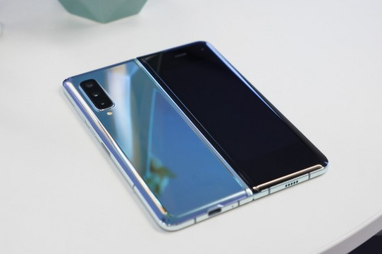 Samsung-Galaxy-Fold-2-might-be-launched-worldwide-in-2020
