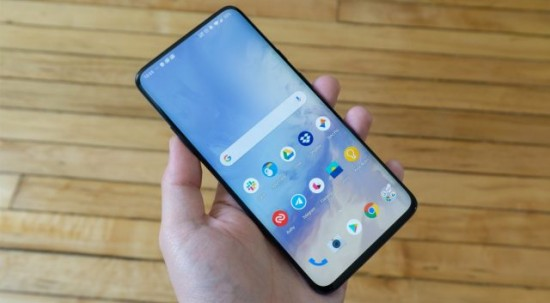 OnePlus 8 120 Hz Screen with Perfect Display